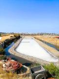 Salines traditionnelles Isla Cristina, Huelva, Espagne Dépose des sédiments, des canaux et des appartements de boue Salines du su photos libres de droits