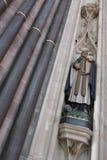 SALISBÚRIA, WILTSHIRE/UK - 21 DE MARÇO: Estátua de Elias o Archbis fotografia de stock