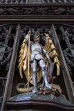 SALISBÚRIA, WILTSHIRE/UK - 21 DE MARÇO: Stat de madeira do ouro e da prata fotografia de stock royalty free