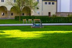 Salisburgo, Austria - 1° maggio 2017: La facciata dell'università di Salisburgo in Austria Immagini Stock Libere da Diritti