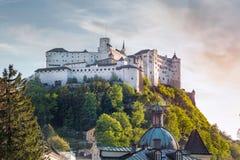 Salisburgo Stadt con il castello di Hohensalzburg, Salisburgo, Austria Immagini Stock Libere da Diritti