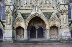 Salisbury-Kathedrale - West-Front Entrance, Salisbury, Wiltshire, England Stockbilder