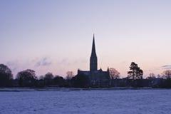 Salisbury-Kathedralenschnee Stockfoto