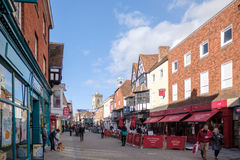 SALISBURY, WILTSHIRE/UK - MARCH 21 : High Street Shopping Area i Stock Photography
