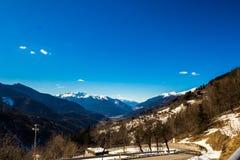 Salita della strada alla cima della valle Immagine Stock Libera da Diritti