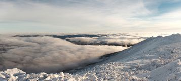 Salita di inverno al iremel della montagna Repubblica di Bashkortostan fotografie stock libere da diritti
