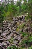 Salita rocciosa la montagna Fotografia Stock Libera da Diritti