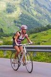 In salita su una bicicletta Fotografie Stock