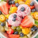 Sallad för ny frukt med skopor av glass Royaltyfri Fotografi