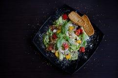 Sallad för ny grönsak med bröd Arkivbilder