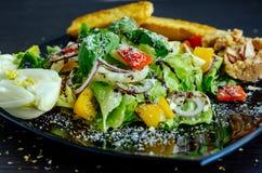 Sallad för ny grönsak med bröd, tonfisk och fänkål Royaltyfri Fotografi