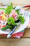 Sallad för ny grönsak med grekisk yoghurt arkivbild