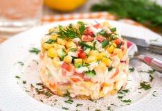Sallad för ny grönsak och krabbamed majonnäs Royaltyfri Foto