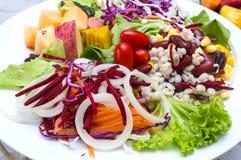 Sallad för ny grönsak på plattan Fotografering för Bildbyråer