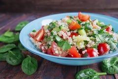 Sallad för ny grönsak på tabellen Royaltyfria Foton