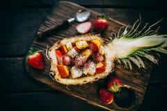 Sallad för nya frukter i ananas Arkivfoton