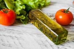 Sallad med höna, grapefrukten, ost och tomater Arkivfoton