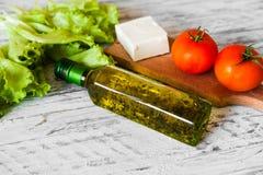 Sallad med höna, grapefrukten, ost och tomater Arkivfoto