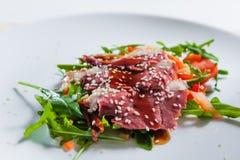 Sallad med kött Fotografering för Bildbyråer