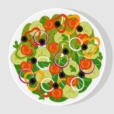 Sallad med nya grönsaker i en vit plan platta Tomater gurkor, lökar, spanska peppar, svarta oliv, grönsallat, spenat Vege royaltyfri illustrationer