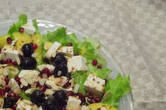 Sallad med oliv och feta, bästa sikt Arkivfoto