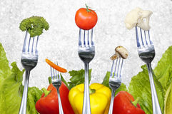 Salladgrönsaker på gafflar Royaltyfri Foto