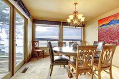 Salle à manger avec la vue de l'eau photographie stock