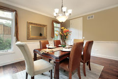 Salle à manger avec les murs tan Image stock