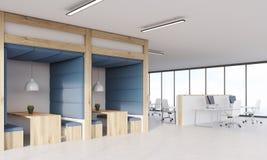 Salle à manger bleue et en bois et compartiments Photographie stock libre de droits