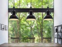 Salle à manger de grenier moderne avec l'image trouble de rendu du fond 3d Images stock
