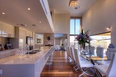 Salle à manger de repas dans la maison de luxe Photo libre de droits