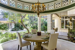 Salle à manger formelle à la maison de luxe de la Floride Images stock