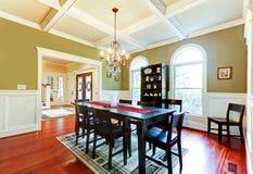 Salle à manger verte élégante de luxe avec l'étage de cerise. image stock