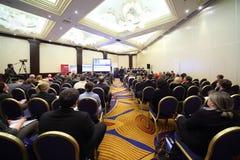 Salle écoutant sur le congrès international d'impôts Photographie stock libre de droits