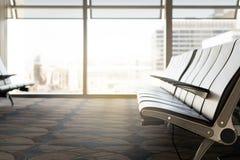 Salle d'attente à l'aéroport Sièges vides à la porte dans le terminal Photographie stock