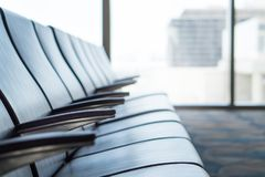 Salle d'attente d'aéroport sur le terminal Salon de départ Image stock