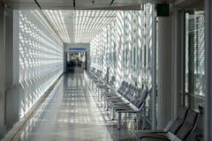 Salle d'attente d'aéroport, secteur de voyageur Image stock