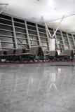 Salle d'attente dans le terminal d'aéroport Photos stock