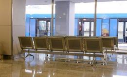 Salle d'attente dans un terminal de transport Images stock
