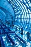 salle d'attente moderne de terminal d'aéroport avec la fenêtre Image stock
