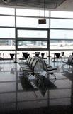Salle d'attente moderne de terminal d'aéroport Images libres de droits