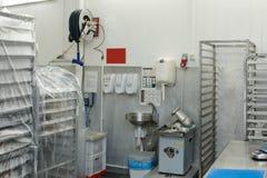 Salle d'entreposage d'usine de traitement des denrées alimentaires des produits alimentaires photographie stock