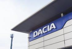 Salle d'exposition de ville d'Iasi et revendeur de société de voiture de Dacia photo libre de droits