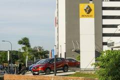 Salle d'exposition de voiture de Renault photo libre de droits