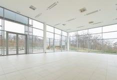 Salle d'exposition vide de bureau Photographie stock libre de droits