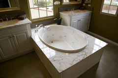 Salle de bains à la maison de luxe Photo libre de droits