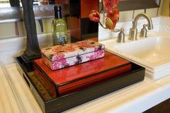 Salle de bains à la maison de luxe. Image stock