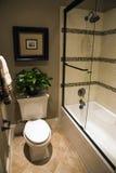 Salle de bains à la maison de luxe Photo stock