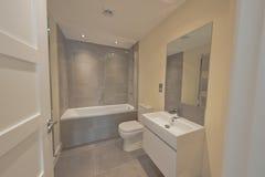 Salle de bains à la maison résidentielle Image libre de droits