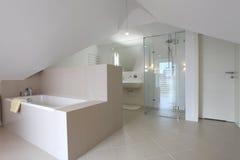 Salle de bains élégante photo stock